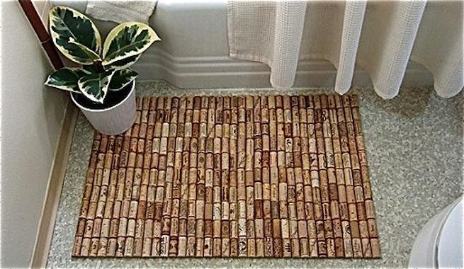 Reciclar con corchos: alfombra de baño y bandeja