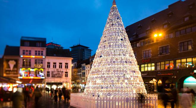 Los rboles de navidad con material reciclado son - Comprar arboles de navidad decorados ...