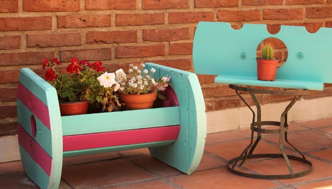 Maderas recicladas muebles reutilizando pal s y elementos for Muebles con cosas recicladas