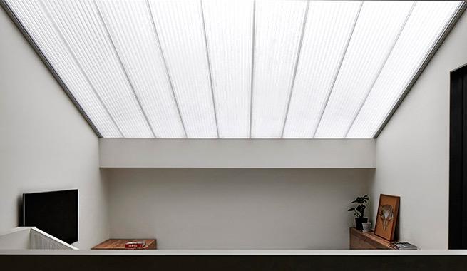 Casa con iluminacion natural por todas partes 4