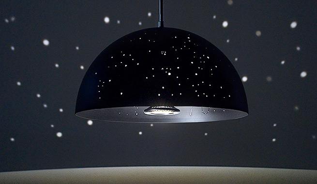 L mpara que llena la habitaci n de estrellas - Lamparas de techo habitacion ...