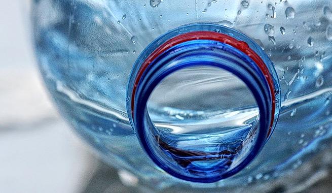 el peligro de reutilizar las botellas de plstico