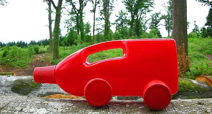 Camiones coches juguetes botellas plastico recicladas 13 for Juguetes de plastico