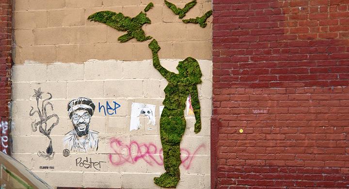 Graffiti ecologico con figura de mujer