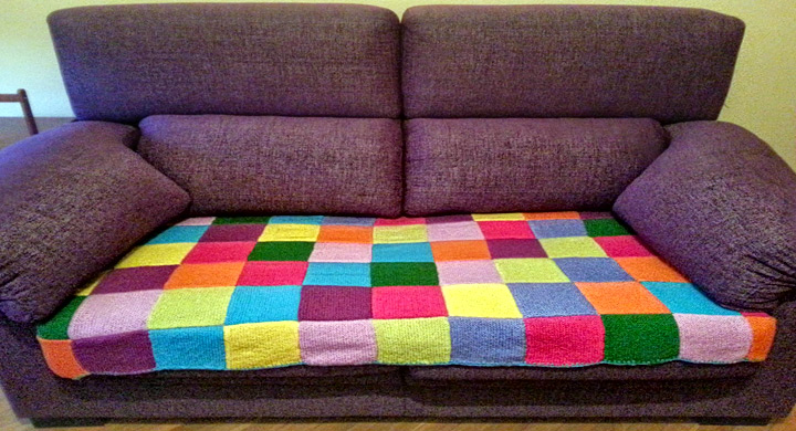 Ideas para reciclar viejas mantas for Cuanto sale un sofa cama