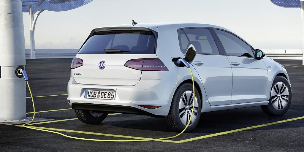 Volkswagen e-Golf cargandose