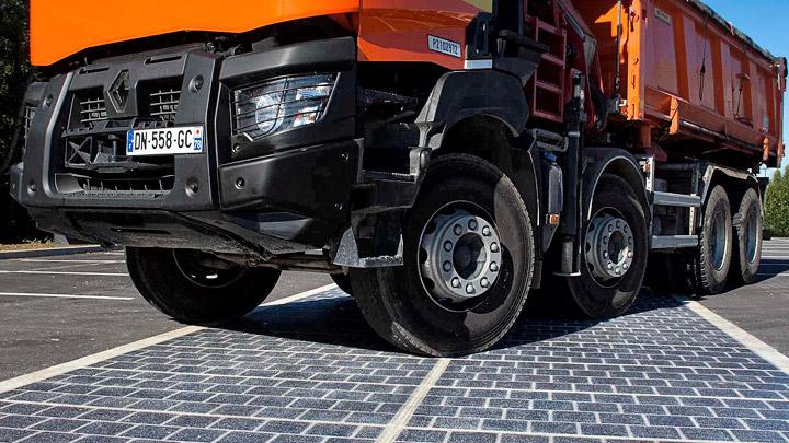 Camion-sobre-carretera-solar