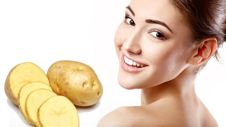 Joven-sonriente-y-patatas