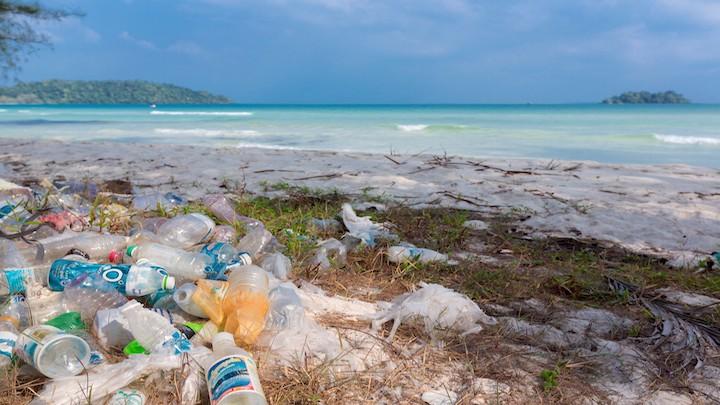 Polucion-plasticos-en-la-playa