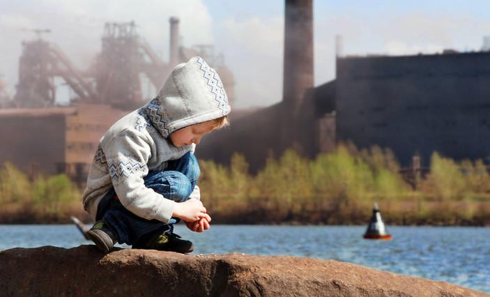 Nino polucion ambiental