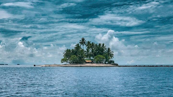 isla-pacifico-dia-nublado